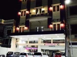 Menerima Karyawan Hotel