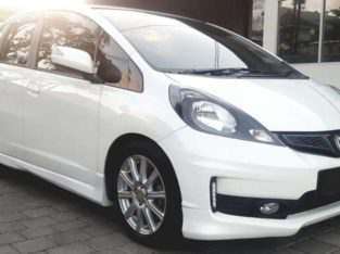 (ANTIK Km 28.000) Jazz RS 1.5 AT 2014 Dp 20jt (NETT)