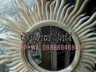 Pigura Matahari Kayu Jati Diagonal Lingkaran 40 cm