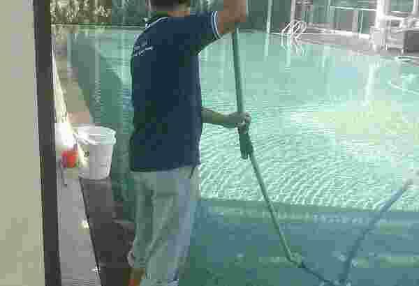 Jasa perawatan kolam-renang