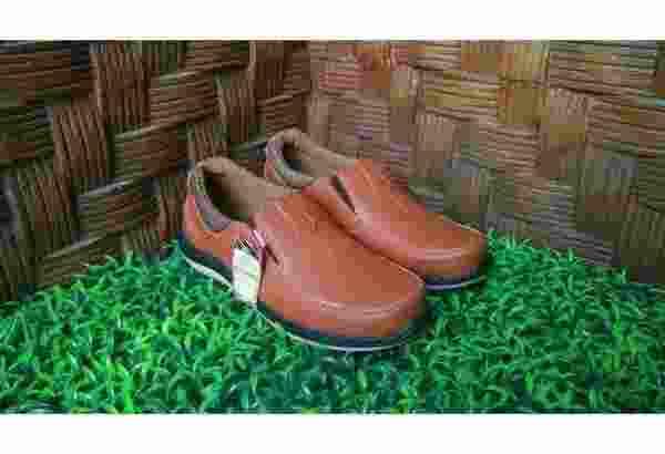 Sepatu Casual AD01