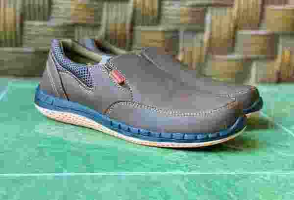 Sepatu Casual AD02