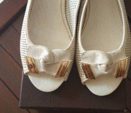 sepatu wanita everbest warna putih ukuran 37