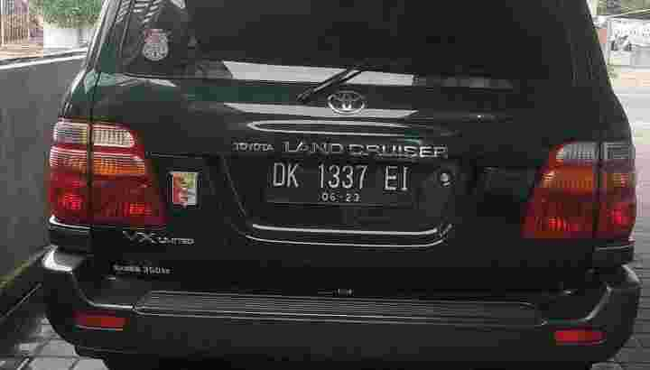 Land Cruiser VX Limited 2000