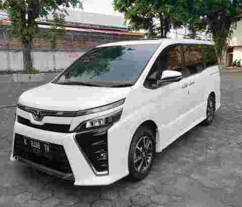 Toyota Voxy 2.0 2018
