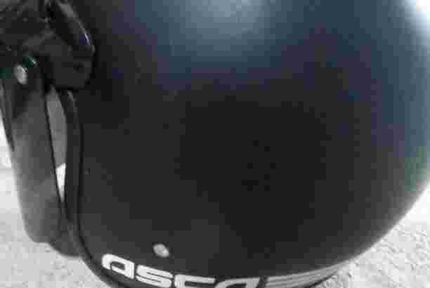 helm asca warna hitam