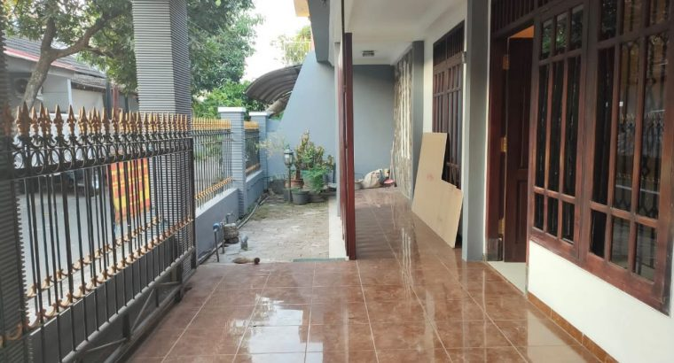 Rumah 2 Lantai Hadap Barat di Joyogrand Malang